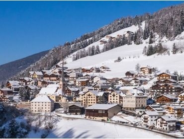 Ski village Cosy, traditional and sunny winter sport village with a beautiful view-1