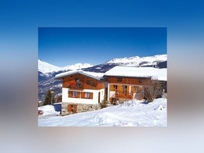Chalet Les Gentianes with private sauna
