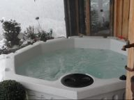 Chalet La Couqueille with outside-Jacuzzi